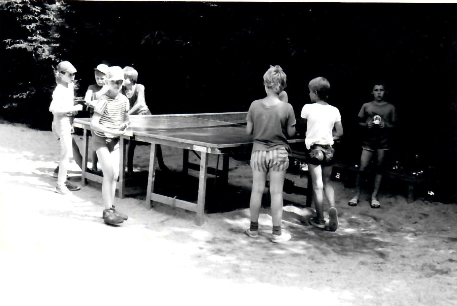 https://www.rudolfaci.cz/wp-content/uploads/2020/11/1985_Stolni_tenis.jpg